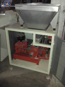 Feeder with mixer and screw conveyor for Triblender type masses-new