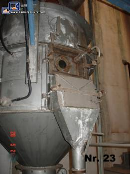 Fluidized bed dryer for solids, powders or granulates