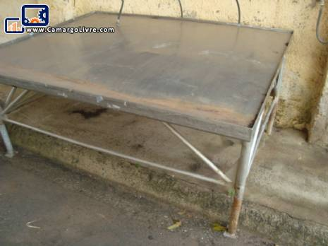Stainless steel table, measuring 2.00 x 1.80 mts