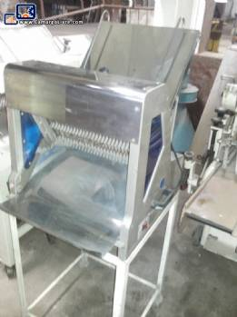 Bread cutters in stainless steel and paulistinha