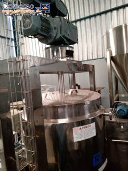 Open reactor tank for mixing and homogenizing products