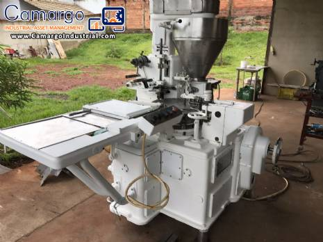 Machine for pressing and wrapping meat broths Corazza