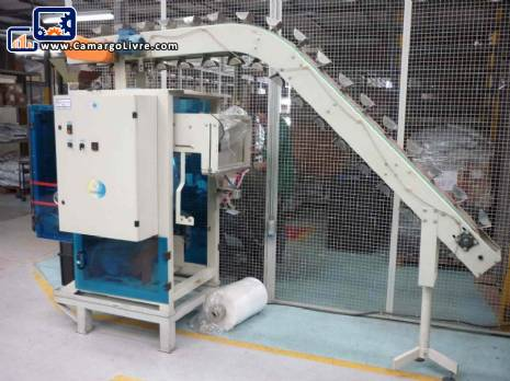 Embrapac with vertical feeding mat floor